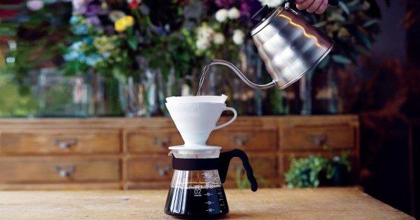 Täydellistä pour over kahvia Hario V60 -suodatinsuppilolla